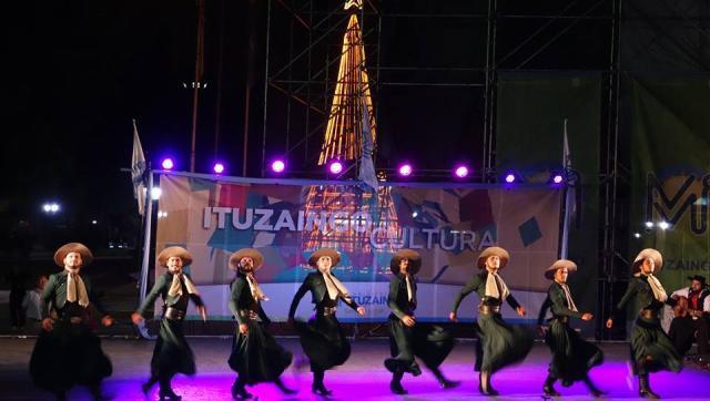Camino a Cosquín: se desarrolló el Certamen en la plaza 20 de febrero