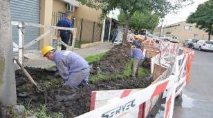 Descalzo y Piana recorrieron el avance de obra en el barrio El Pilar