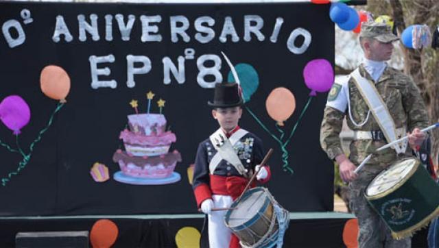 La E. P. 8 Festejó su 60° aniversario