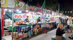 """Feria de las colectividades """"Universo de sabores"""" en Ituzaingó"""