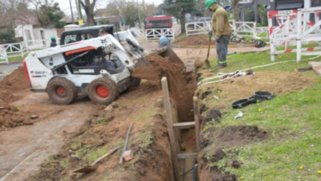 Obras de cloacas, estación de bombeo y agua potable