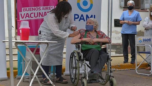 Avanza la vacunación en residencias de larga estadía en Ituzaingó