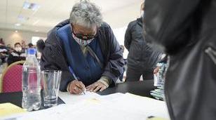 Se realizó la firma de 30 escrituras para familias de Ituzaingó